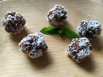 Kokuszos-kekszgolyok-hozzaadott-cukor-nelkul